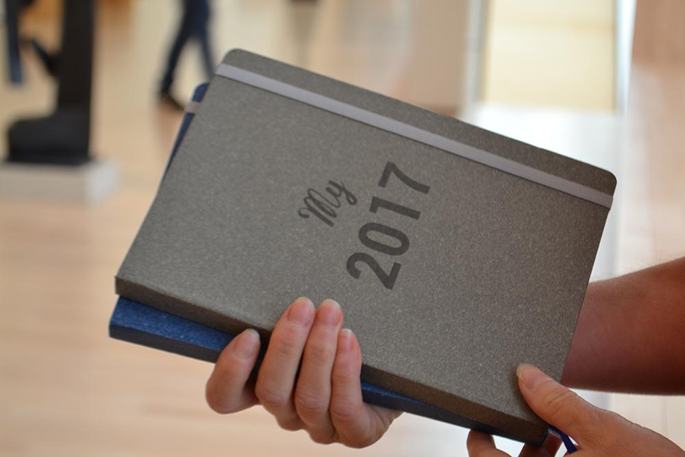 Photo recto des agendas gris et bleu